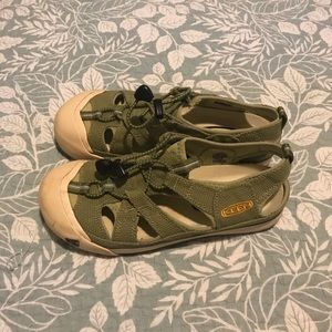Keen size 7.5 euc worn once